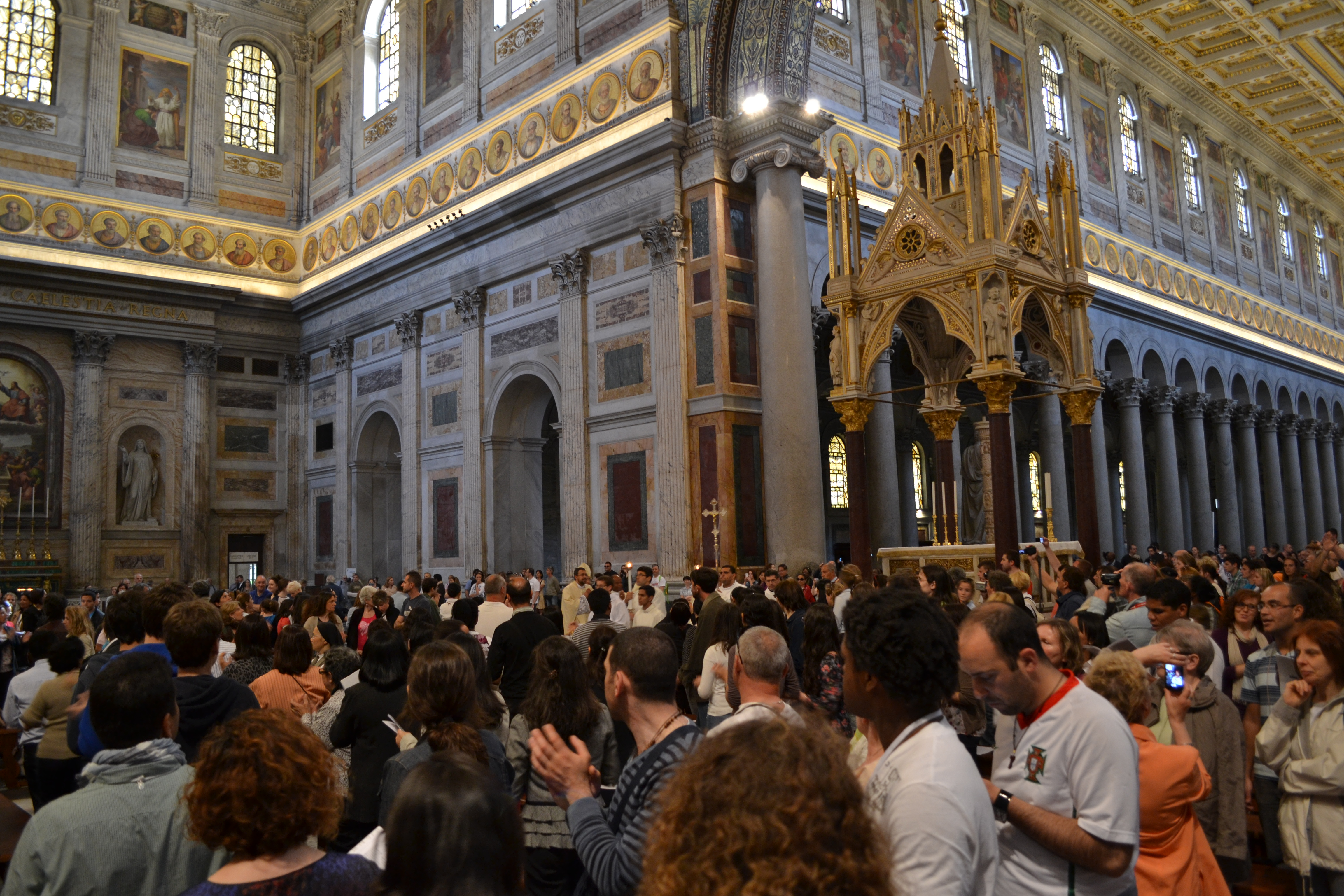 The packed Shalom Mass, ahead of the Canonisations