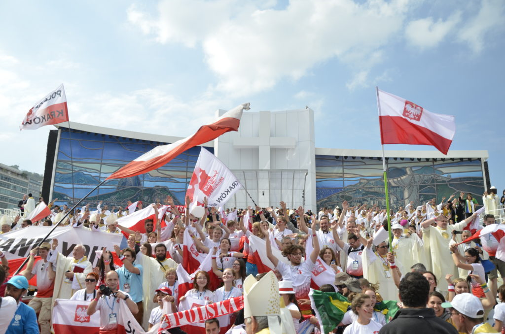 Polish pilgrims celebrate the announcement of Krakow as the next host city of WYD