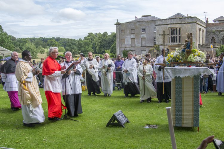Pilgrims pray during a pilgrimage to Walsingham (Photo: WYM)