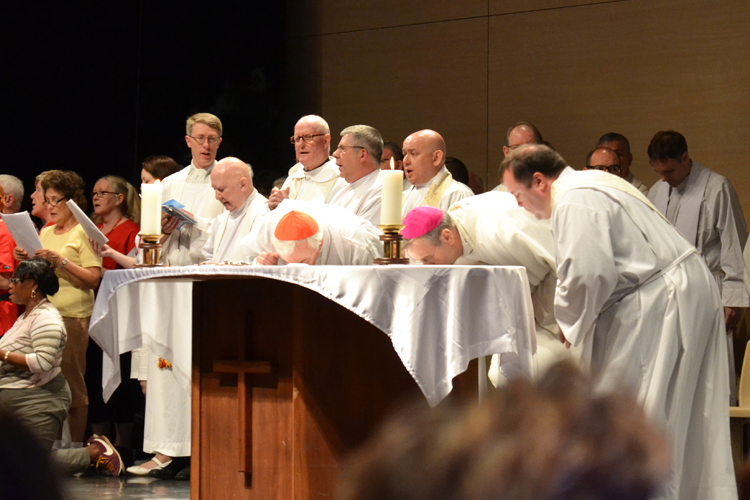 The Cardinal and Bishop venerating the Altar at the beginning of Mass