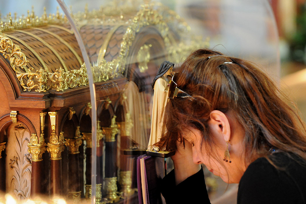 A woman praying at a relic of the young saint Therese Martin (catholicrelics.co.uk)