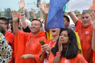 Pilgrims smiling and waving to Pope Francis (Photo: WYM)