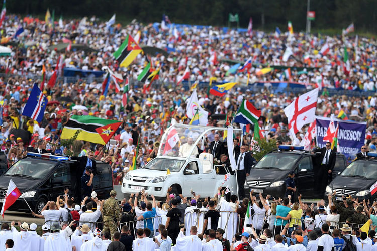 A snapshot of the millions in attendance at Campus Misericordiae with Pope Francis (Photo: CBCEW)