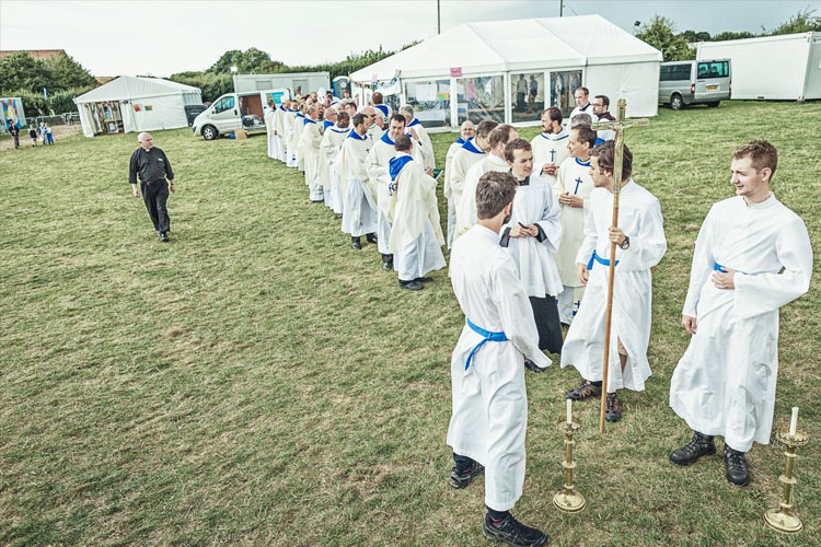 Preparing for Mass (Photo: Youth 2000)