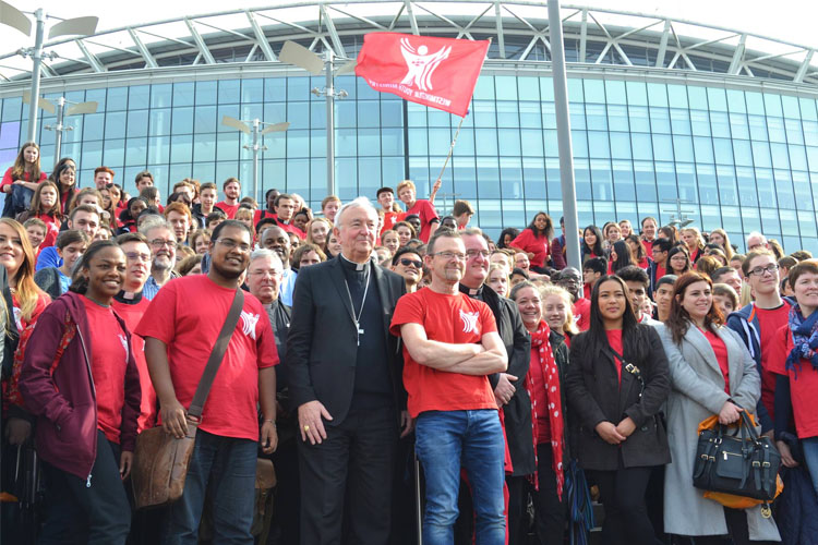 Cardinal Vincent Nichols and the youth of Westminster at Flame 2017 (Photo: WYM)